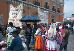 Maestros indígenas exigen se respeten sus usos y costumbres