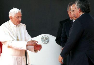 Protocolo de recepción al Papa indicaba sólo saludar al Pontífice: Diputado Acosta Naranjo. No hubo descortesía al Presidente Calderón, aclara