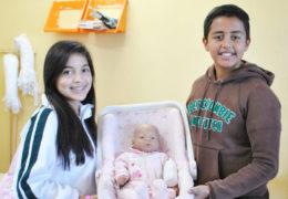 """Dan a jóvenes """"bebés virtuales"""" para evitar embarazos"""