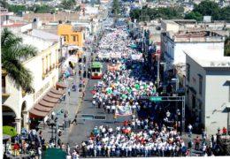 """Marchan trabajadores, piden la renuncia del """"Toro"""""""