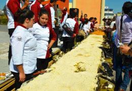 Cocinan el tamal más grande del mundo en Tepic
