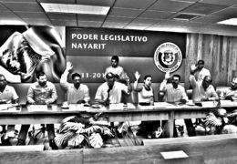 Diputados del PRI libran a Ney de juicio político.