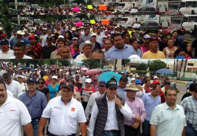 Realizan marcha porque sigue sin dar respuesta la SCT a Villa Hidalgo.