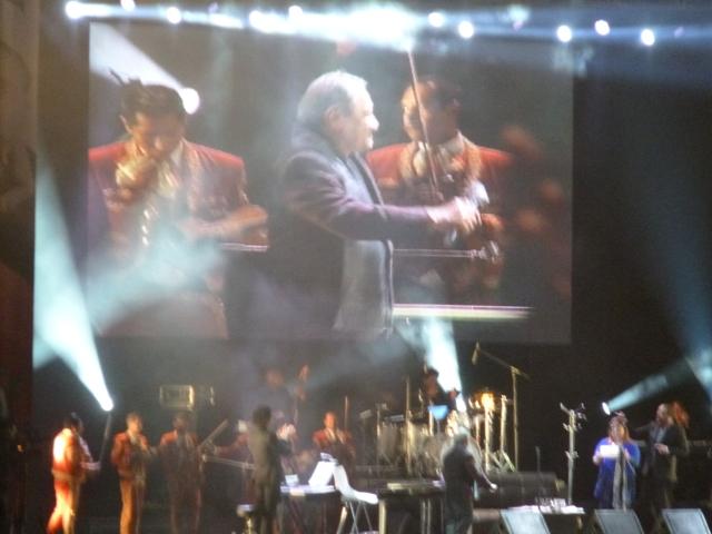 Armando Manzanero celebró su cumpleaños 78 cantando en Tepic