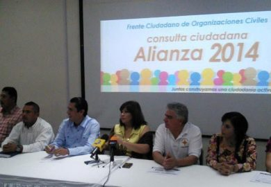 Domingo de consulta por la alianza PRD-PAN, tamales y fut americano