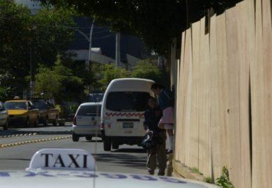 Cerco de La Loma vulnera y expone a peatones