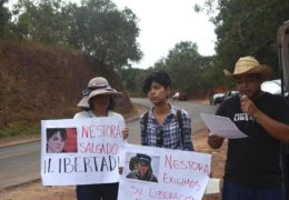 Manifestantes en Tepic exigen la libertad de Nestora Salgado
