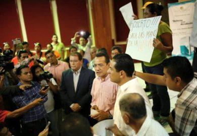 Que el gobernador saque las manos de la elección: PRD y PAN
