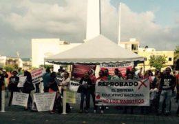 """Docentes marchan en contra de la """"evaluación punitiva"""""""