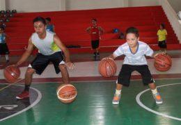 Especialistas de la NBA capacitan a entrenadores de cinco municipios
