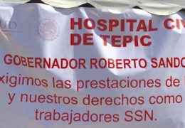Ignorados por el gobierno, continúan en paro trabajadores de Salud