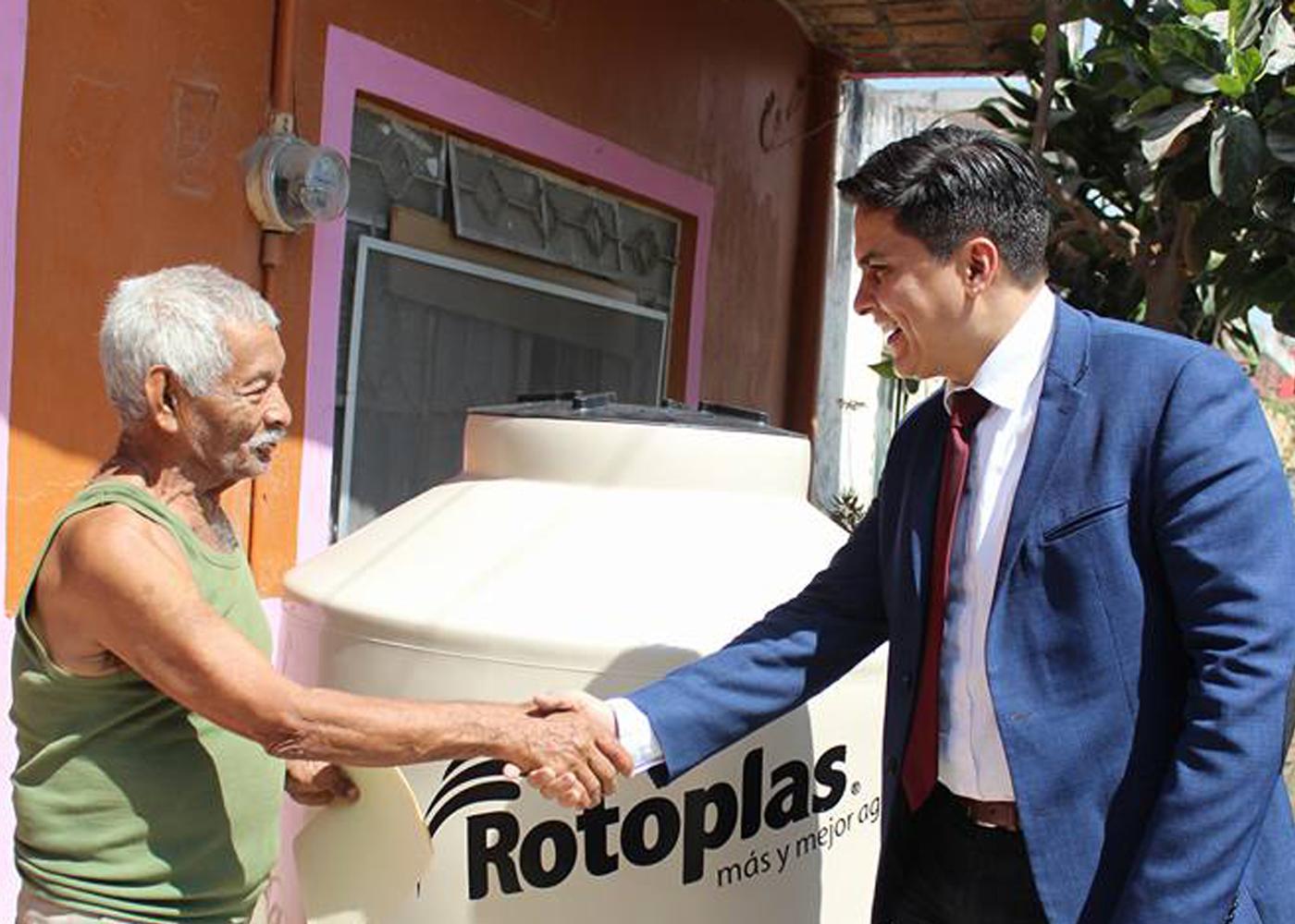 SIGUE PAVEL JARERO APOYANDO A CIENTOS DE NAYARITAS.