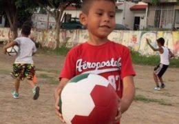 Abren en Tepic escuela de fútbol para la niñez indígena
