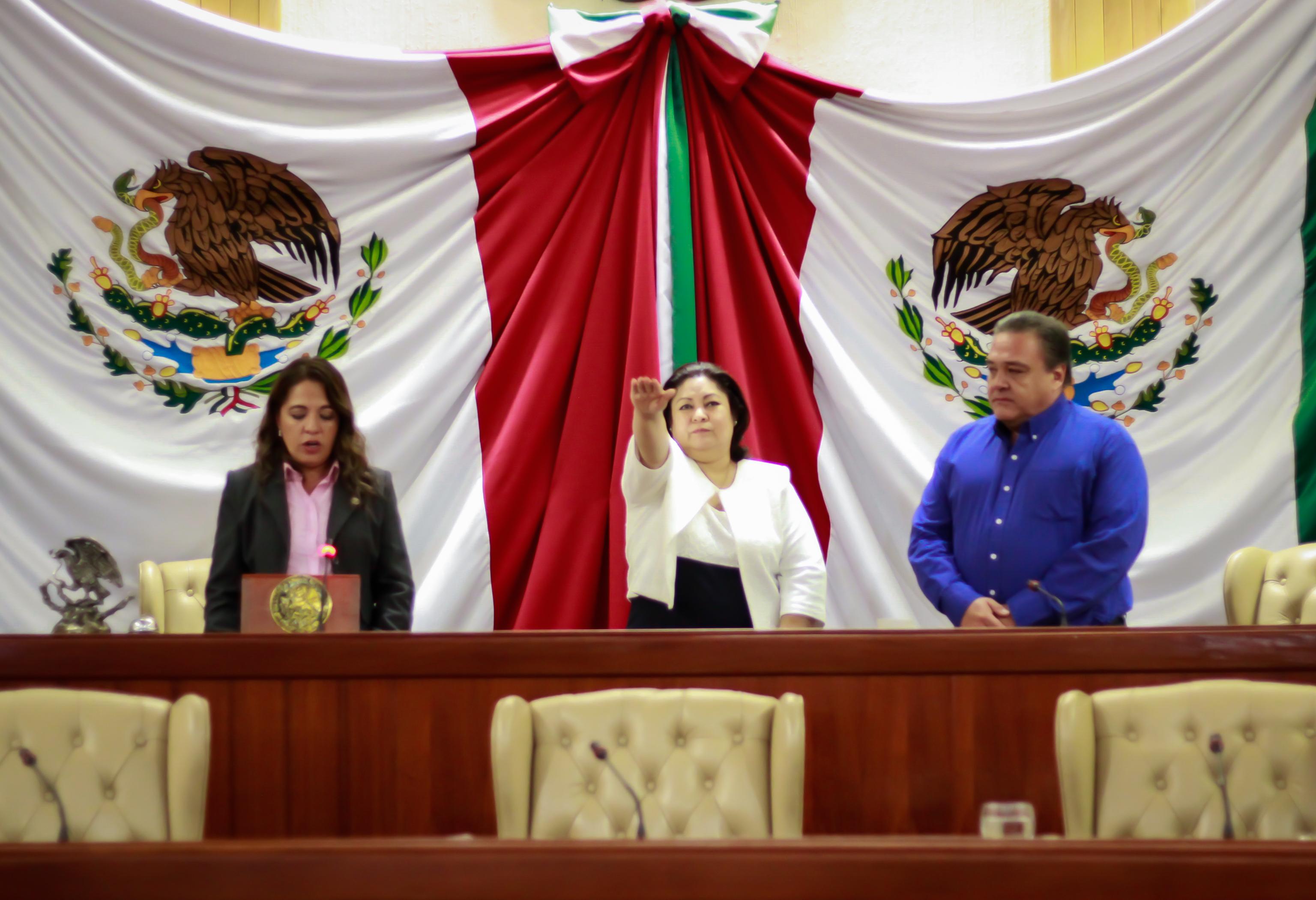 Ratifica Congreso a secretaria de la Contraloría General del Estado