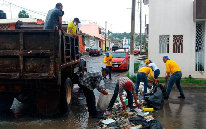 Ayuntamiento de Tepic atendió servicios públicos municipales, pese al sorpresivo paro laboral de este lunes