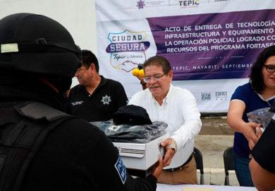 Ayuntamiento de Tepic entregó equipamiento a elementos de Seguridad Pública y Vialidad
