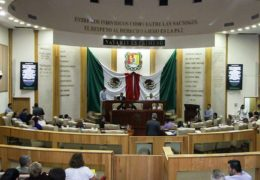 Exhorta Congreso a pagar 51 meses a la UAN