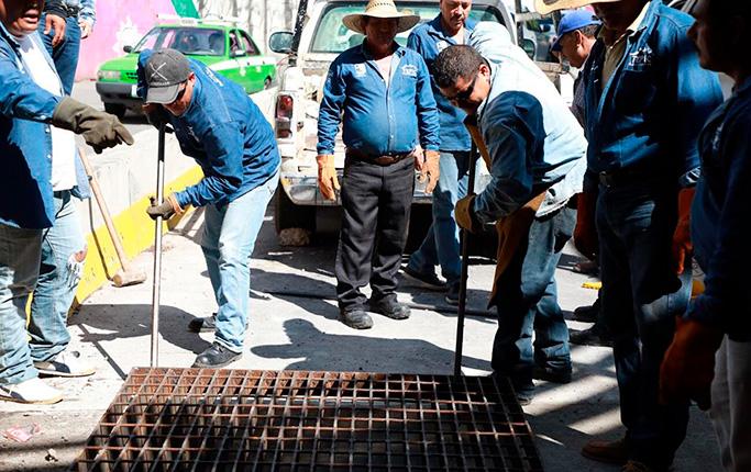 Inició Ayuntamiento de Tepic colocación de nuevas rejillas pluviales