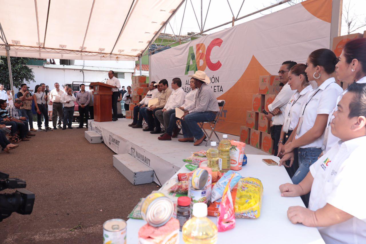 Lleva Gobernador apoyo alimentario ABC a familias de Mora y 6 de Enero