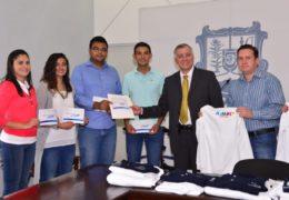 Respalda Gobierno estatal a estudiantes que participarán en concurso internacional en Sudáfrica