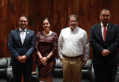 """""""Derechos Humanos y Valores Democráticos, una Perspectiva Universitaria"""", libro electrónico comentado por el alcalde de Tepic"""