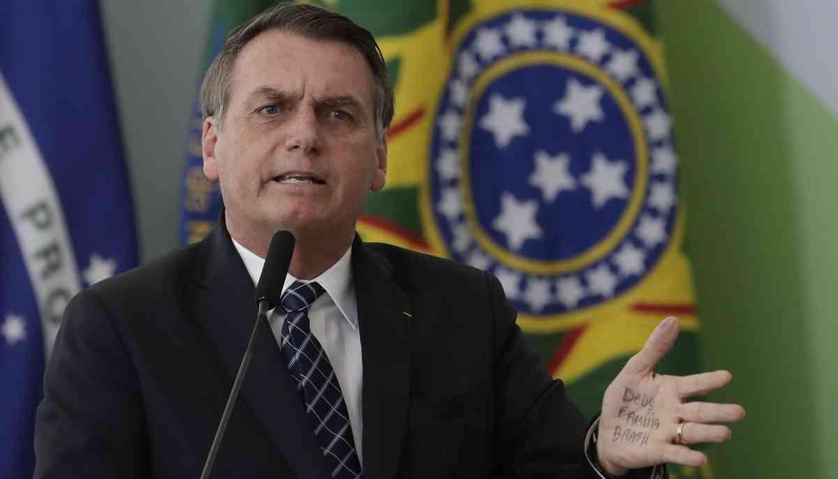 Bolosonaro aceptará ayuda para apagar incendio en Amazonas si Macron «retira los insultos»