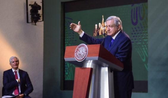 Presidente urge a controlar venta de armas en EUA; analiza denuncia por terrorismo en Texas