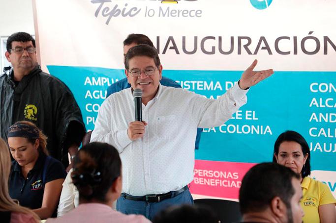 Ayuntamiento de Tepic entrega una obra más de agua potable y drenaje