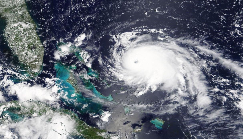 Con daños en Bahamas, Dorian avanza a Florida