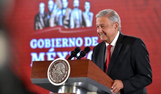 Registran a AMLO y a su esposa como socios en 26 empresas de Veracruz