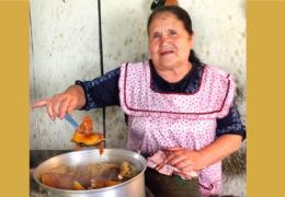 Abuelita y su canal de cocina recibieron botón de oro de YouTube