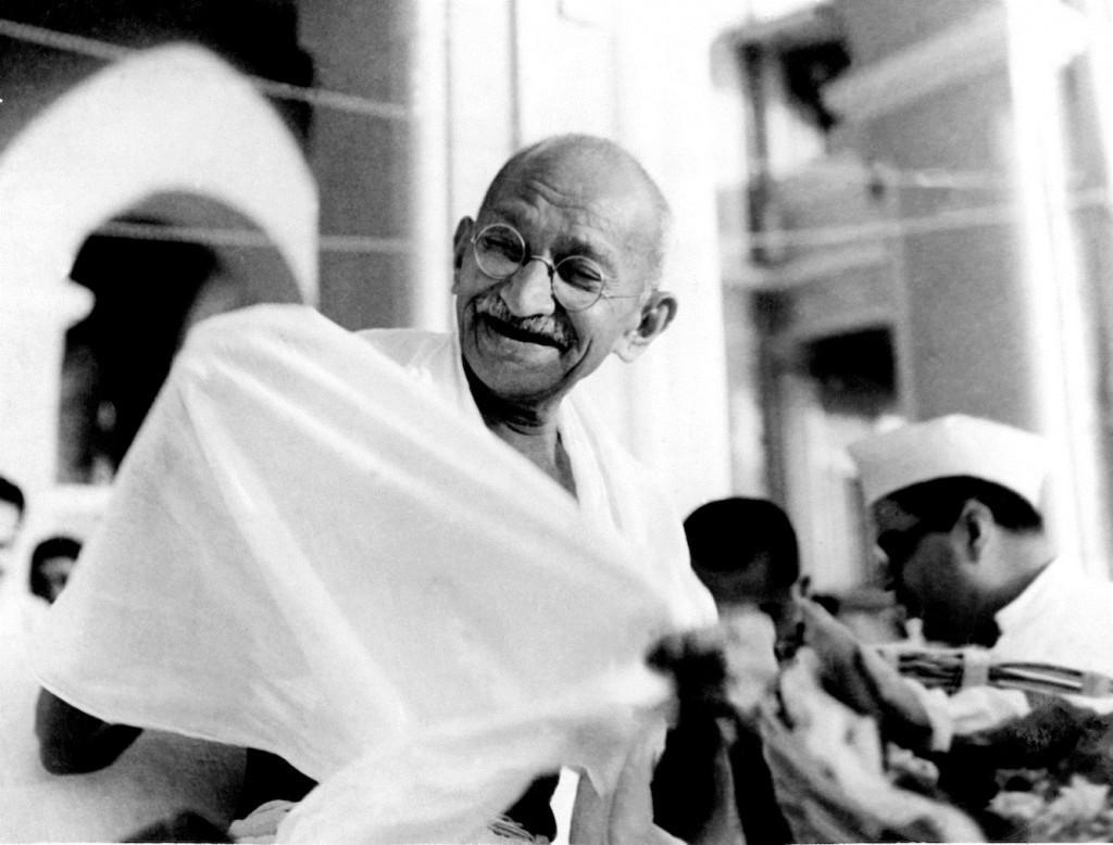 Roban cenizas de Gandhi en ceremonia
