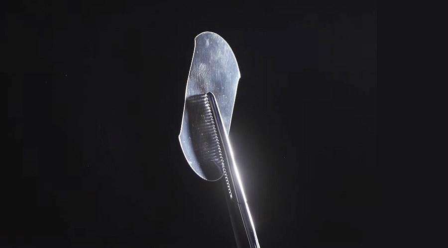 Crean cinta adhesiva para sustituir suturas en cirugías