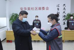 Ya son 900 muertos por coronaviros. El presidente chino aparece con máscara