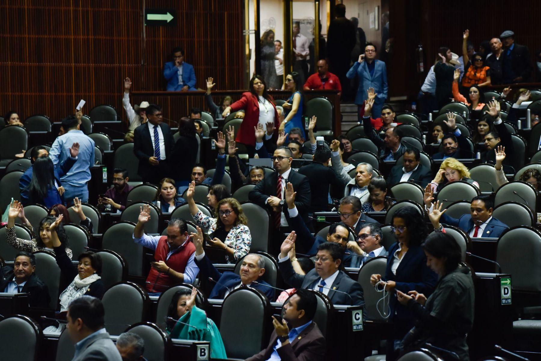 Diputados aprueban reelección de legisladores sin que dejen cargo