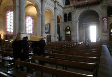«Llegan tantos ataúdes que no sabemos ni dónde meterlos» dice empleada de funeraria