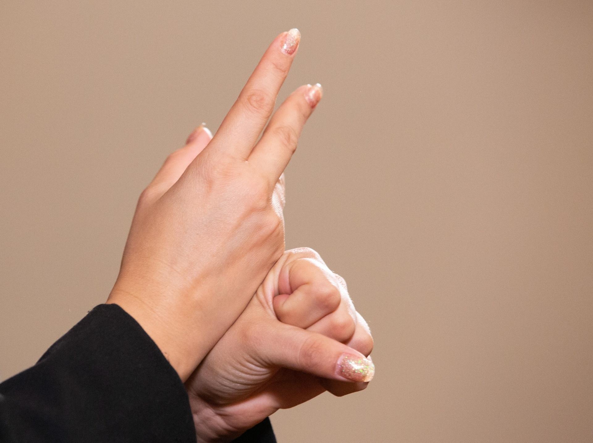 Obligan a emitir campaña por Covid-19 en lengua de señas