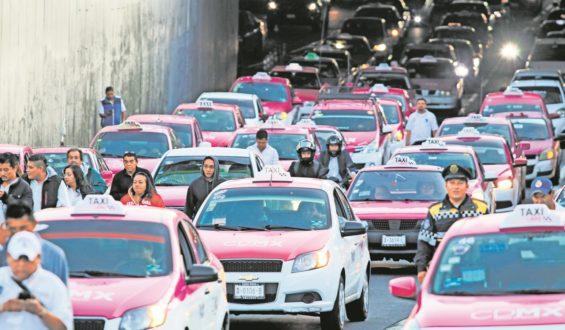 Anuncia AMLO créditos del Fonacot en apoyo a taxistas y comerciantes