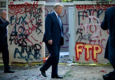 Trump acudió al búnker de la Casa Blanca pero solo para «una inspección»