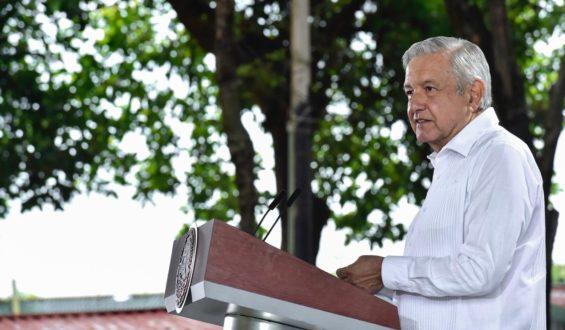 AMLO se compromete a terminar autopista Tepic-Vallarta y a ampliar el aeropuerto de Tepic