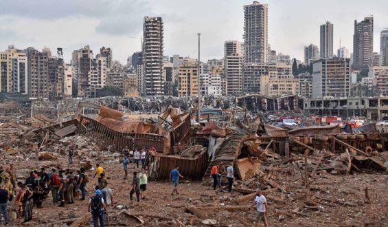 Más de 100 muertos y miles de heridos por explosión en Beirut