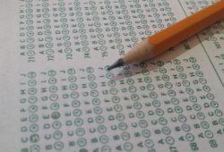 Estudiante es condenado a prisión por «pasar» respuestas de un examen